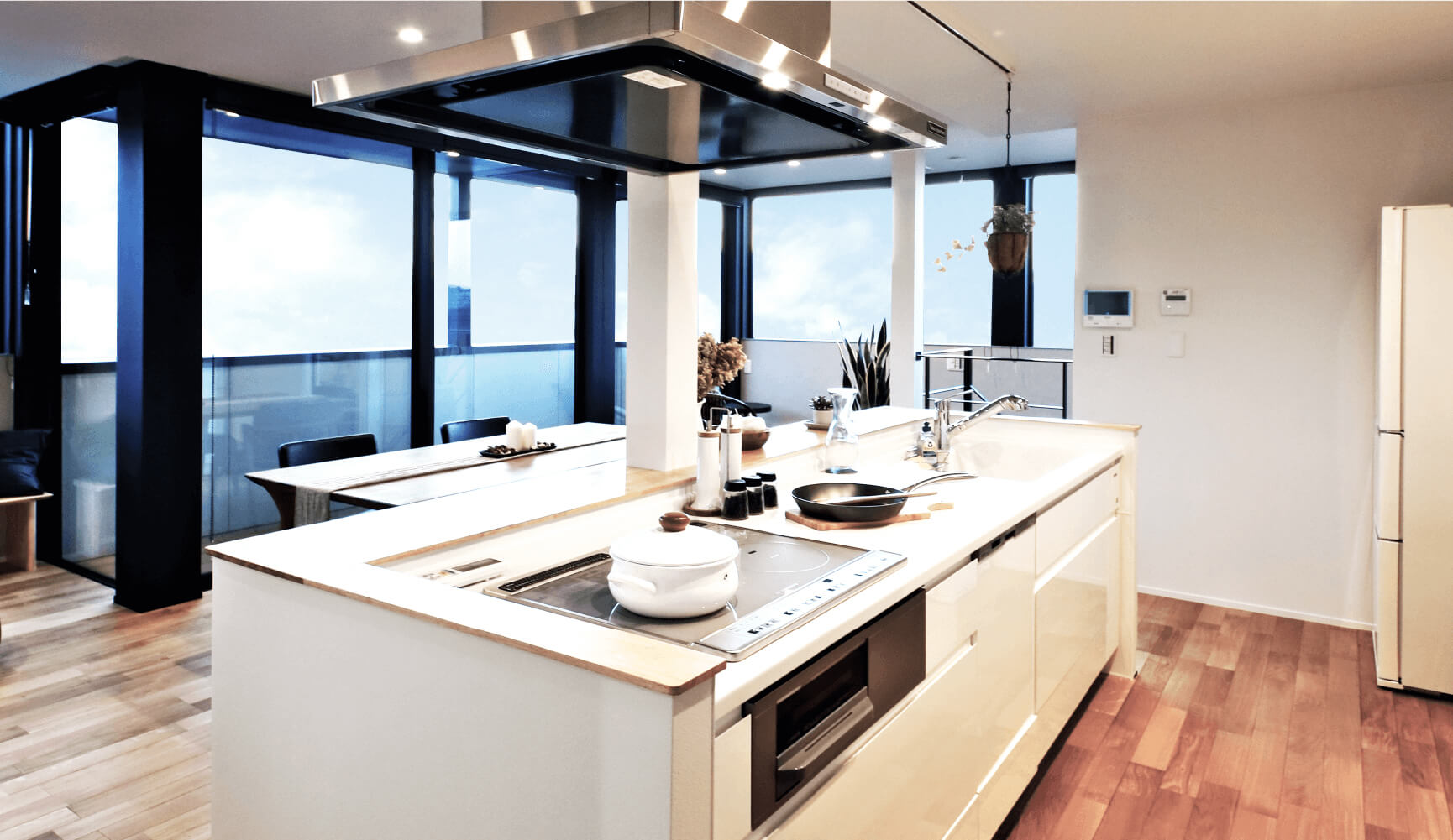 回遊動線を確保したアイランドキッチンは家事の時間の楽しみを演出します。